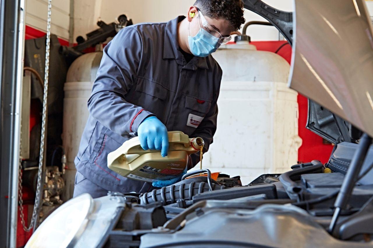 application-huile-moteur-pour-vehicule