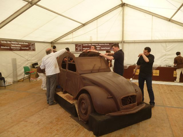 une 2cv en chocolat. Black Bedroom Furniture Sets. Home Design Ideas