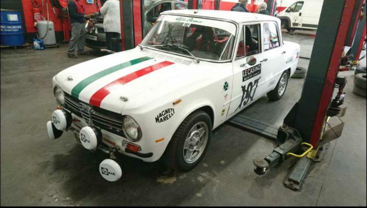 Une Alfa Giulia des années 70 est venue rendre visite au magasin de Reims…