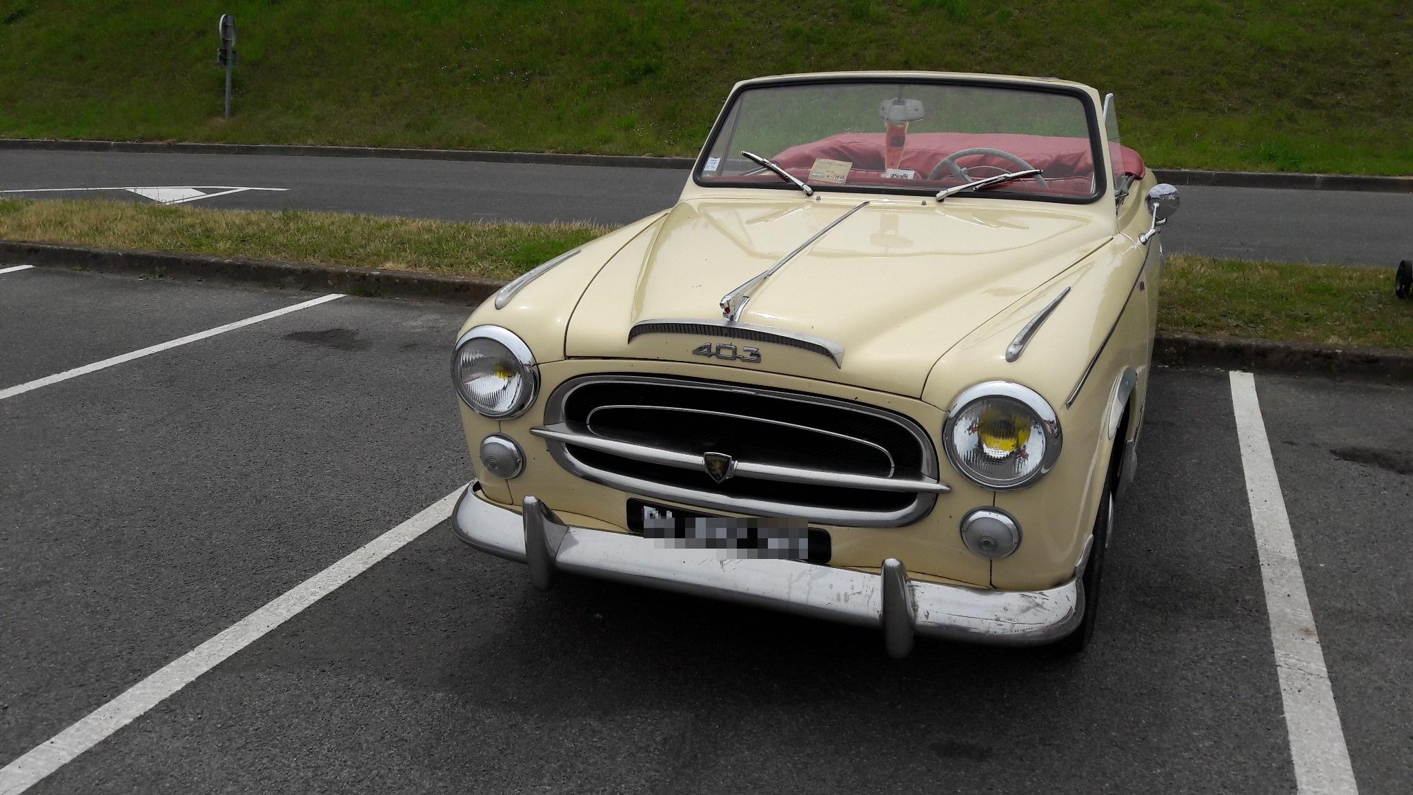 Visite d'une 403 Cabriolet de 1957