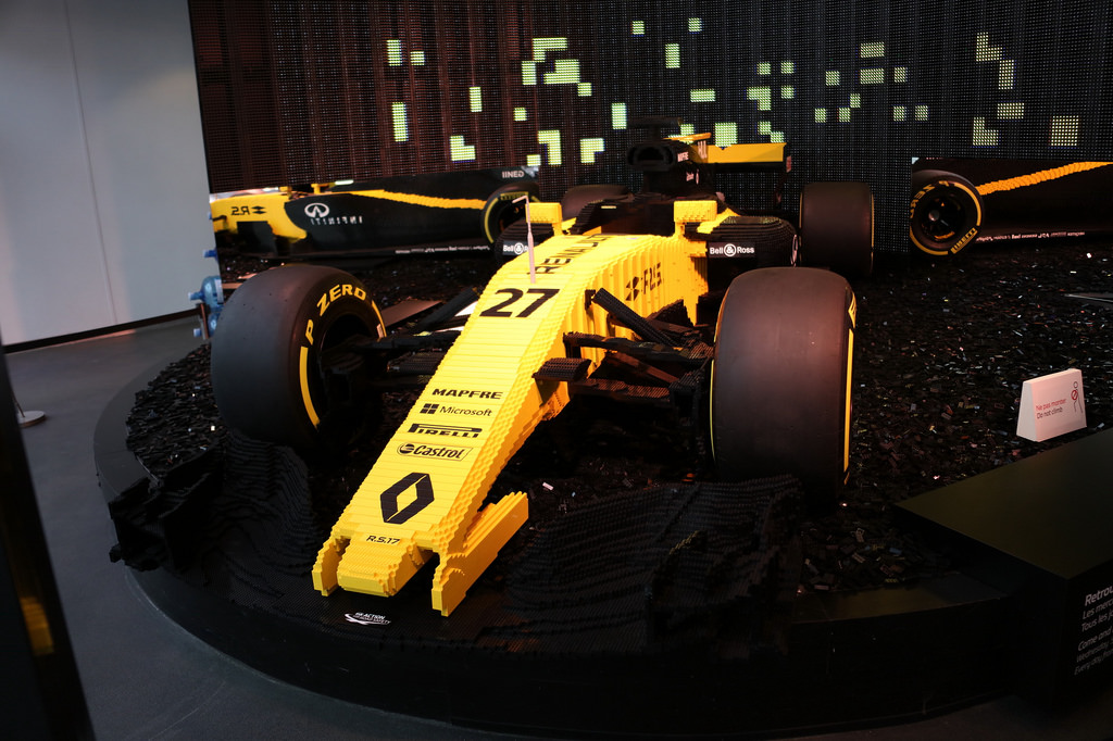 l 39 atelier renault expose une formule 1 rs17 en briques lego. Black Bedroom Furniture Sets. Home Design Ideas